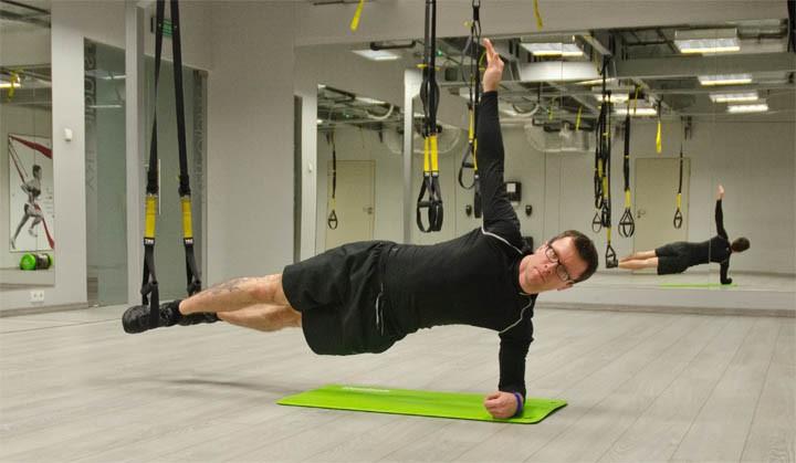 trx side plank - ćwiczenia na mięsnie brzucha