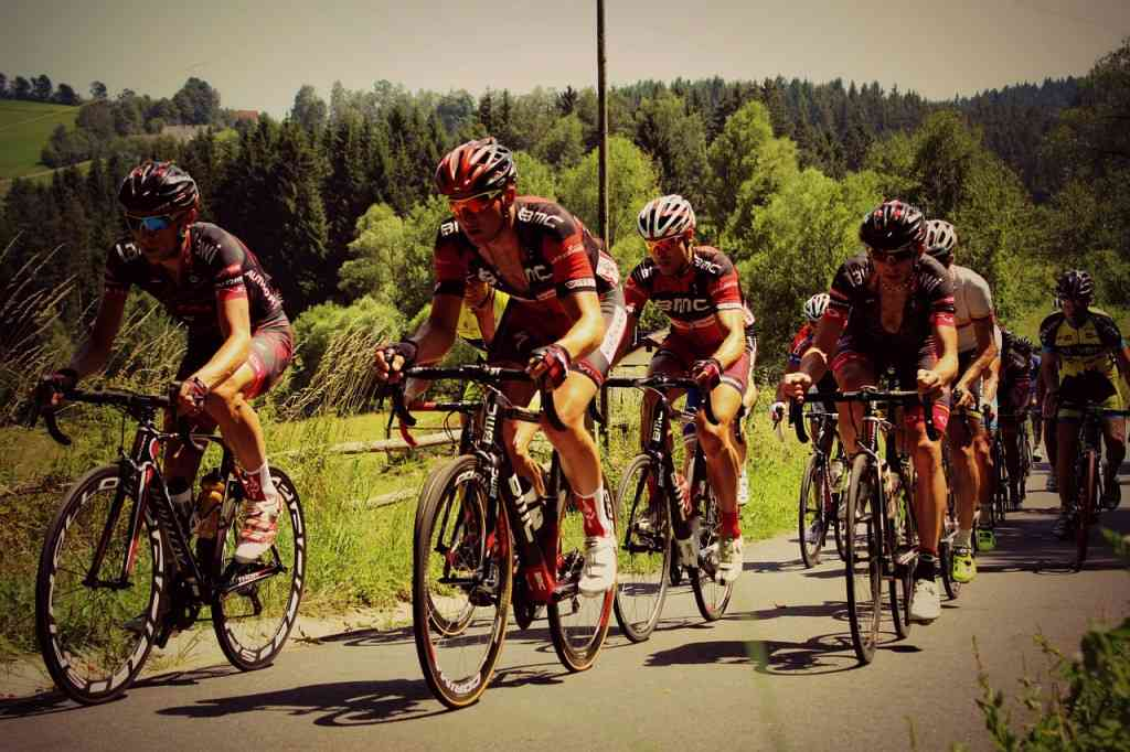 road-cycling-585248_1280
