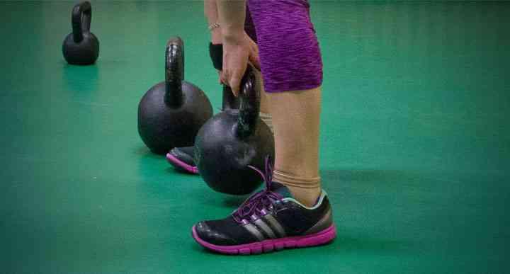 """W grupie początkującej dziewczyny zaczynają pracę od odwazników w zakresie od 8 do 20 kg (zależnie od ćwiczenia i """"przyniesionej"""" siły)"""